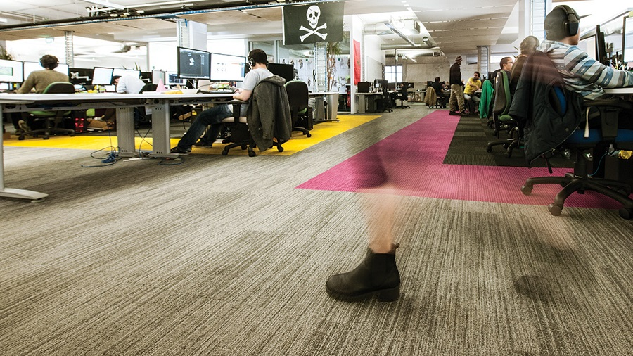 Thảm tấm trải sàn và thảm cuộn trải sàn nên chọn loại nào?
