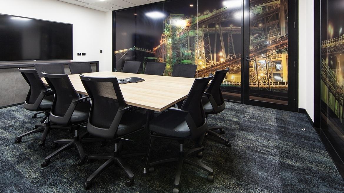 Phòng họp với thiết kế thảm đen